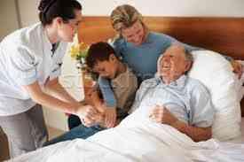 Apoyo profesional a paciente con cancer en casa