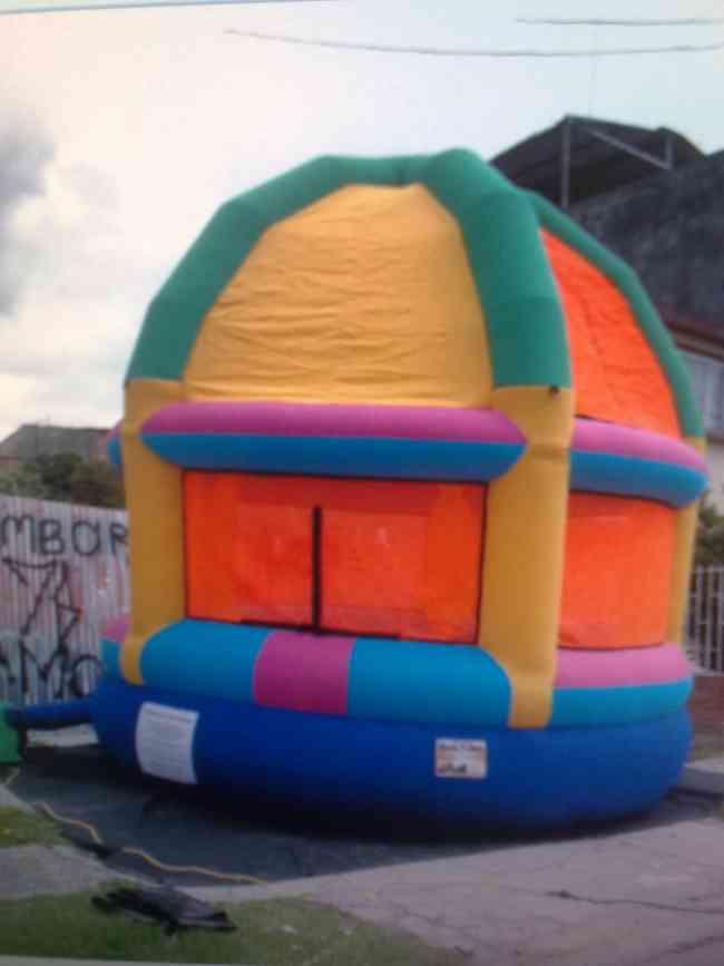 fabricacion y venta de inflables saltarines dummies