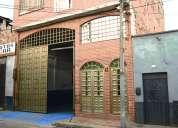 Casa tres pisos nueve alcobas motivo remate