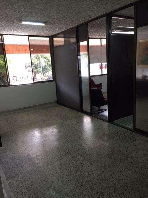 ARRIENDO OFICINA DE 40MTS EN CABECERA, CONTACTARSE.