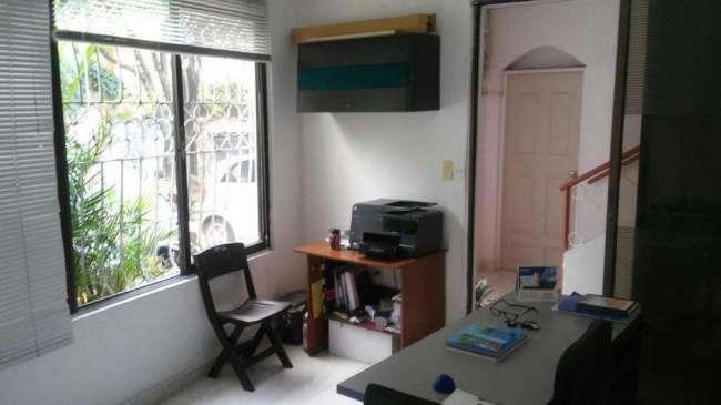 Alquilo oficina o consultorio amplia e iluminada