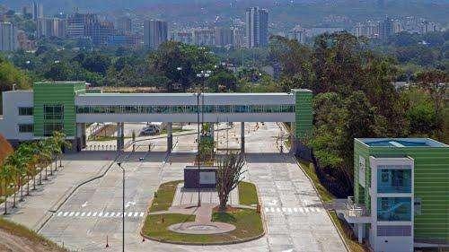 Arriendo Excelente parqueadero en Zona Franca Santander.
