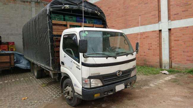Excelente Camion Hino 300 Turbo Carroceria Estaca