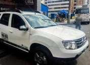 Camionetas placas blancas.