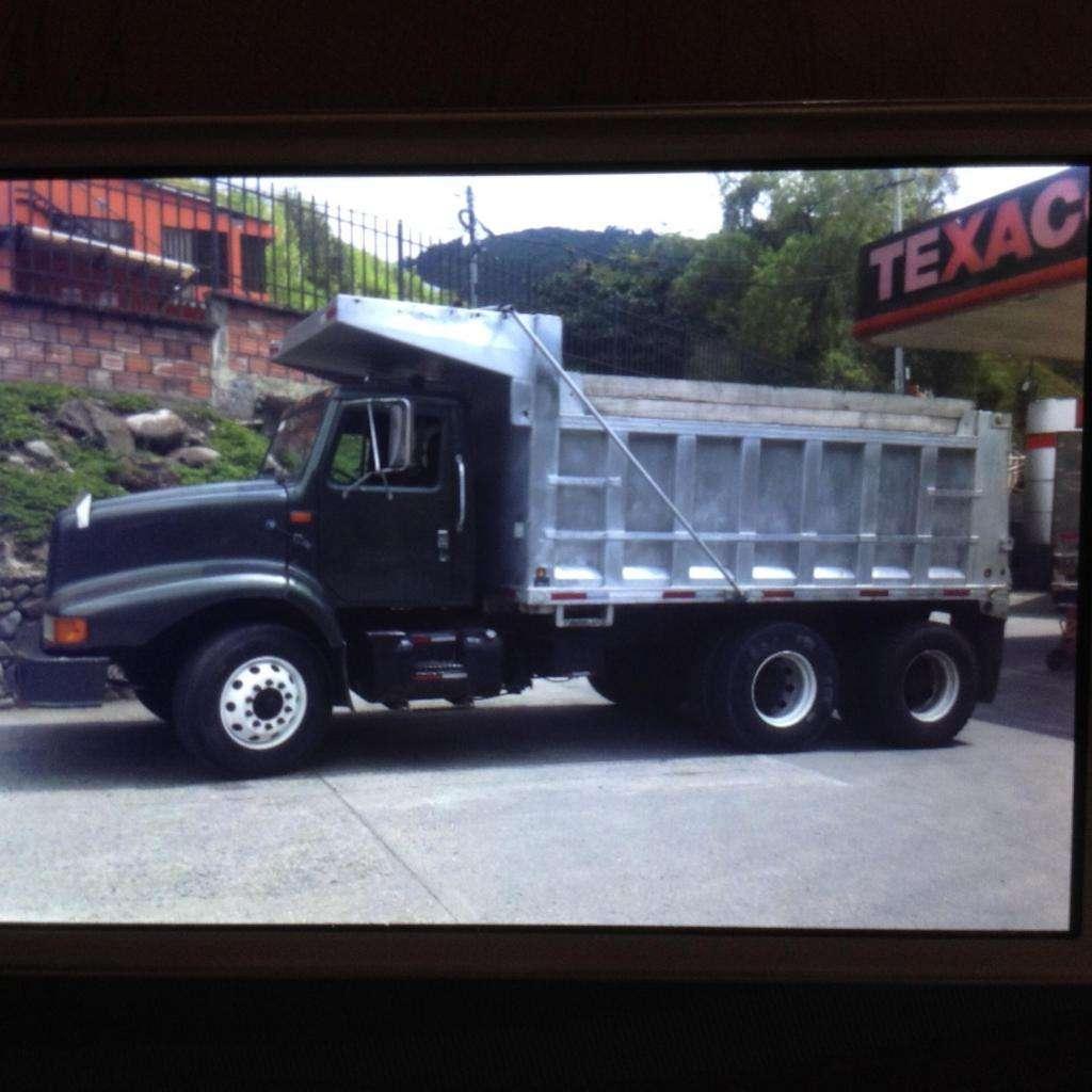 Vendo Volqueta international o cambio por camión, Contactarse.