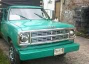 Excelente camioneta con carrocería de estacas vende o permuta