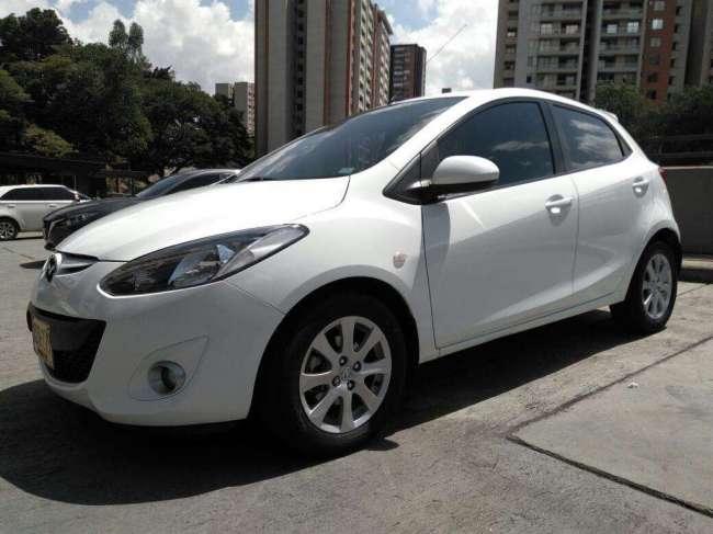 Excelente Mazda 2 Automático 2012
