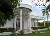 Espectacular casa   con canchas de tenis, piscina pública y privada-