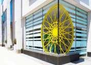 Combinación de publicidad o decoración en vidrio o pared