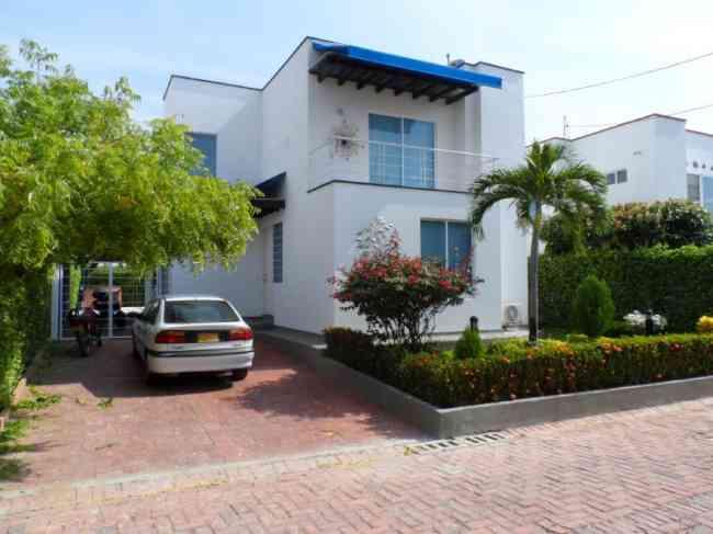 Casa moderna en excelente estado en Condominio a 5 minutos de Girardot, vía Tocaima.