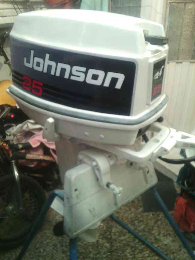Motor fuera de borda johnson 25