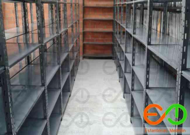 estanterías para carga ligera todo en muebles metales en medellin Colombia