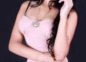 Mujer latina llena de placer para darte, ven a divertirte