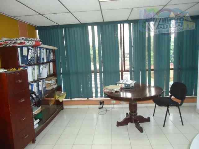 Cómoda oficina esquinera en Villavicencio