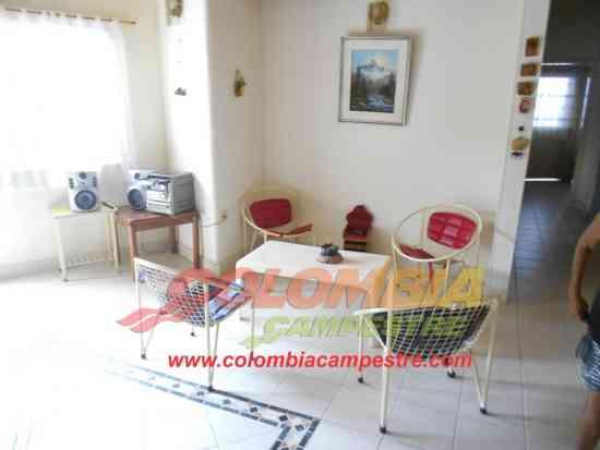 CC953 Casa quinta en Melgar centro con piscina para 15 personas o 30 personas.