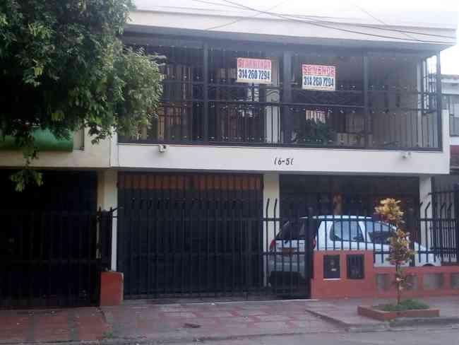 SE ARRIENDA: EXCELENTE CASA 2 PISOS, BARRIO PRIMERO DE MAYO, NEIVA, H