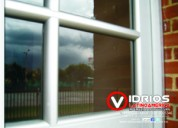 Divisiones en vidrio templado y ventaneria en aluminio