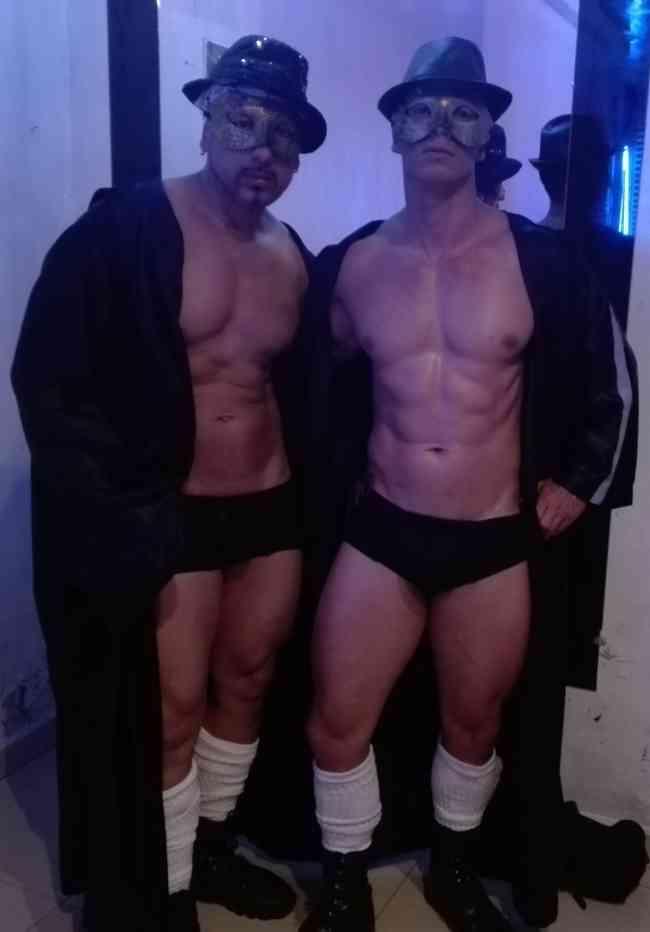 show stripper y masajista para mujeres 3154031245