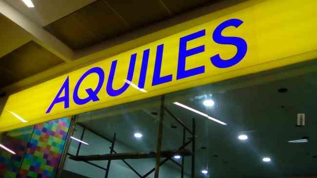 Letreros publicitarios, con iluminación LED.