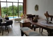 Hermoso chalet via armenia aeropuerto con lago y piscina 4 dormitorios