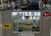 Stand comercial de cerrajeria ubicado en cc cento mayor en bogotá