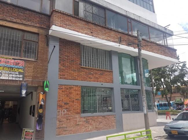 LOCALES COMERCIALES Y OFICINAS EN EDIFICIO ESQUINERO en Bogotá