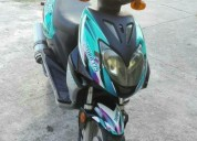 Hermosa moto color negro