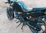 Se vende moto honda muy ben cinservada m color negro