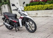 Se vende moto victory advance color blanco