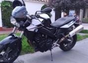 Se vende moto bmw color negro