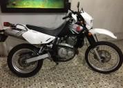 Moto dr 650 color blanco