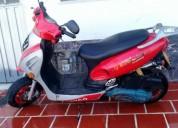 Se vende moto aycoscooter solo tarjeta color rojo