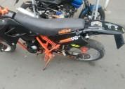 Moto um 200 color negro