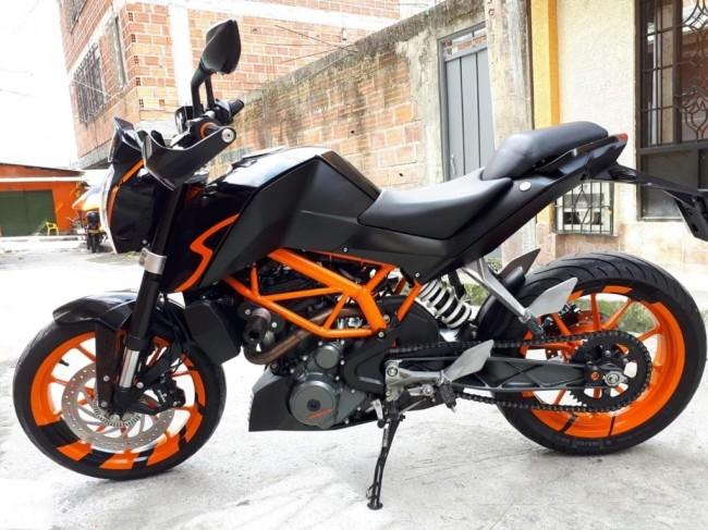 Duke 390 2016 color Negro