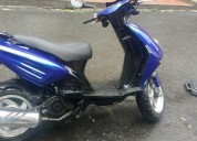 Moto 4 tiempos con papeles y traspaso color azul