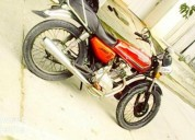 Vendo moto barata color rojo