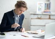 Mujeres interesadas en aprender y trabajar en deli