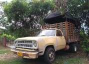 Camion dodge 300 negociable, contactarse.