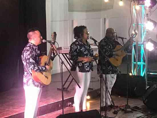 GRUPO MUSICAL DE CUERDAS EN ANAPOIMA SERENATAS