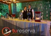 Contamos con meseros especializados en mesa y bar.