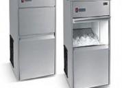 Arreglo de fabricadoras de hielo y molinos de cafe