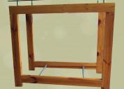 Se vende mesa en cedro con vidrio en la parte supe