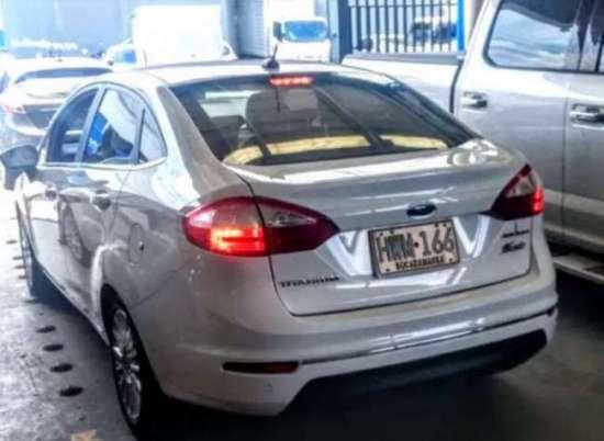automóvil ford fiesta titanium 1.6 cojinería en cuero