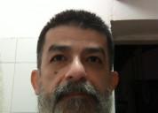 Masajista depilador y pedicurista masculino pasivo