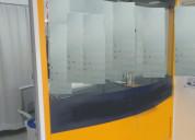 Mobiliario con vidrios de seguridad y 2 cajas